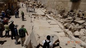 8 Excavaions around the Temple Mount.