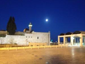 16 Sukkot moon