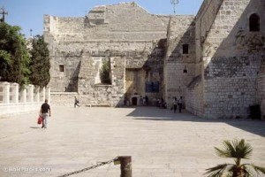 2 Bethlehem-Church-of-Nativity-entrance,-tbs44059009-bibleplaces