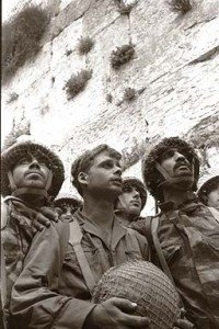 Soldiers_Western_Wall_1967